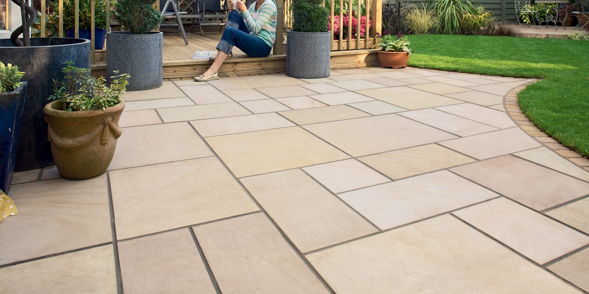 Garden patio design in Chandlers Ford